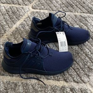 🌀NWT Adidas sneaker (mens size 6=womens size 7)🌀